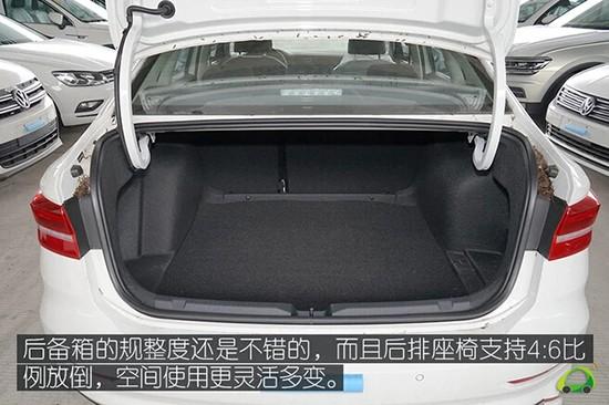 后备箱的空间和规整度都不错,后排座椅也支持4:6比例放倒,实用性没的