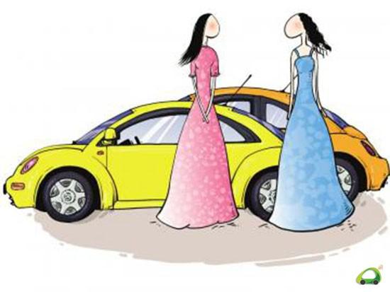 [潍坊汽车网]许多人开车行驶在路上,看到旁边的车里是位女性司机的时候,往往都会对她们敬而远之,其实这是对女司机的偏见。开车无非就是一件熟能生巧的事,女人天生就对机械、操控、加速、空气悬架统统不感兴趣,对自己不感兴趣的东西投入的精力必然很少。不过在这里还是想和女性司机聊聊驾驶技巧,如果掌握了这些技巧,就能在日常行驶的过程中更加游刃有余。  熟练掌握交通标识 女性司机开车的第一个问题就是对交通指示标的不熟悉,对路线的不熟悉,再加上方向感差,这足以让她在拥挤的城市道路上晕头转向,再遇上个自命不凡的司机对她狂按喇