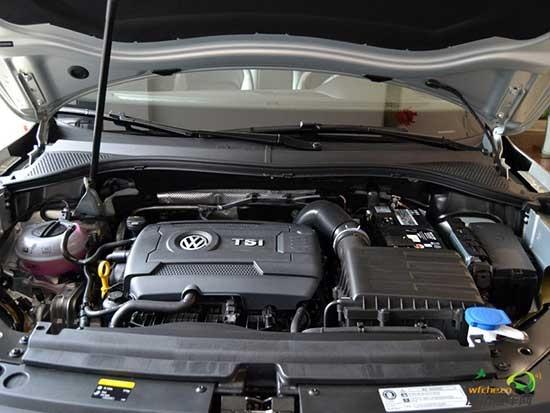 [潍坊汽车网]毫无疑问,SUV仍是中国汽车市场最热销的车型。近年来,随着消费者的用车需求逐渐提高,日益多元化,中型SUV成为越来越多消费者的首选。而在这一细分市场,上市后已创下近四万台订单的宝沃BX7,下一代神车有力候选者的大众途观L,凭借各自的过人之处,成为中型SUV市场的高人气产品。 外观造型 BX7宽体大气 途观L硬朗有型  宝沃BX7  途观L 主打德国宽体智联SUV概念的宝沃BX7,以其1911mm的车身宽度而优势凸显,不仅让视觉效果显得豪华大气,也有利于提升高速行驶稳定性。在继承宝沃经典