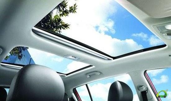 汽车天窗应每年清洁胶条